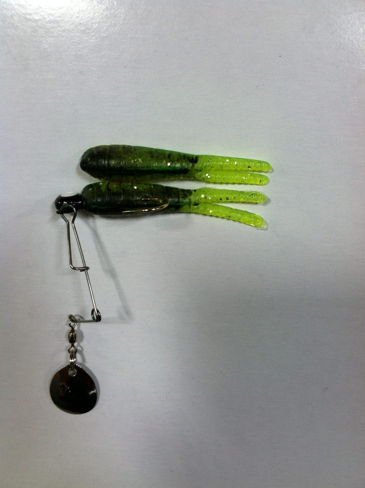 betts split tail spin 1/8 oz. w/ extra bait