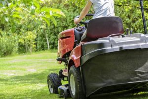 top-5-reasons-to-get-a-lawn-tractor-to-mow-your-lawn